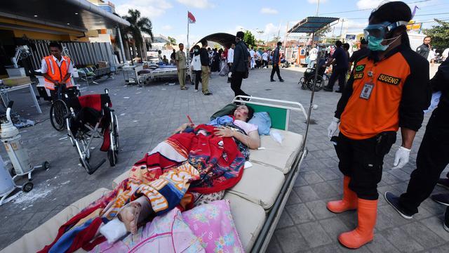 Korban Gempa Lombok Dirawat di Luar Gedung Rumah Sakit