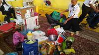 Sejumlah barang bawaan para jemaah haji Indonesia harus ditinggal lantaran melebihin berat yang telah ditentukan (Liputan6.com/Muhammad Ali)