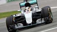 Mobil Mercedes yang dikendarai Lewis Hamilton. (Mark Thompson / GETTY IMAGES NORTH AMERICA / AFP)