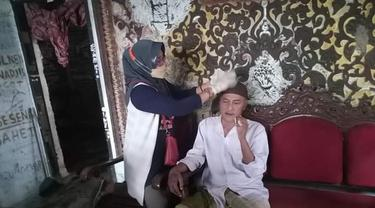 R yang nyaris 40 tahun mengalami gangguan jiwa perlahan pulih usai diterapi oleh relawan ODGJ di Banyumas. (Foto: Liputan6.com/Dok. Relawan ODGJ)