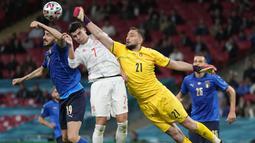 Gianluigi Donnarumma sendiri sudah memberikan 3 clean sheets dan baru kebobolan 3 gol. Donnarumma merupakan salah satu pahlawan yang mampu mengantarkan Italia lolos ke final setelah menepis beberapa eksekusi penalti dari pemain Spanyol. (Foto: AFP/Pool/Frank Augstein)