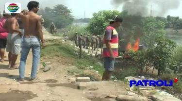 Jelang Ramadan, belasan gubuk yang biasa digunakan untuk praktek prostisusi liar di Pasuruan, Jawa Timur, Rabu (2/5), dibakar Satpol PP.