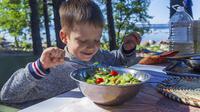 Ilustrasi anak-anak makan sayuran (pixabay)