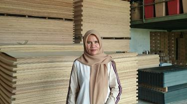 Gusmiwati, pengusaha toko bangunan nasabah BRI asal Lubuk Linggau, Sumatera Barat. Foto: Dok Pribadi